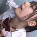 密室で乳首をいじられ、失禁イキしながら発情する女子校生