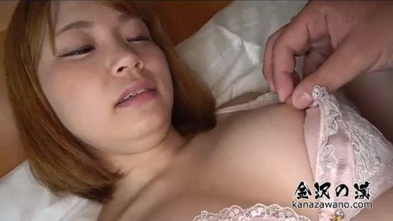 素人ハメ撮りに応募の笑顔の可愛いウブ系女子、敏感乳首を弄られ喘ぐ