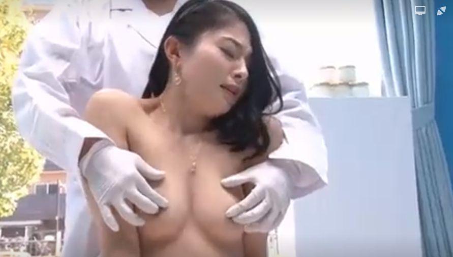 美容会社経営のセレブ妻、マジックミラー号で乳首イキからの貪欲性交