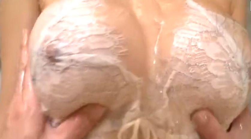 壇蜜結婚記念、乳首に手を当てローションまみれの乳を揉まれ乳首イキ