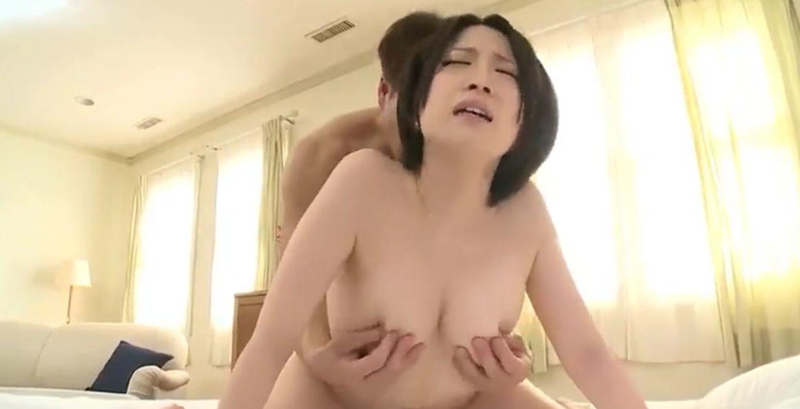 アカン、イクぅ♡美巨乳関西美女・鷹宮ゆい、執拗乳首責めで乳首イキ