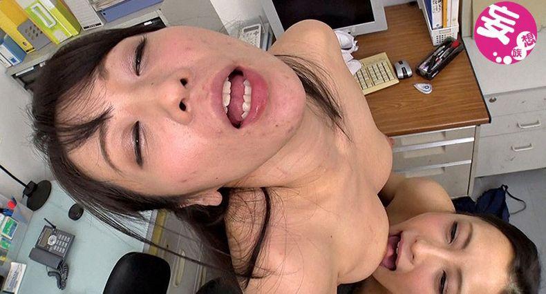 ぁん、乳首舐めるの上手ぅ♡乳首敏感女優が乳首イキ連発のレズプレイ