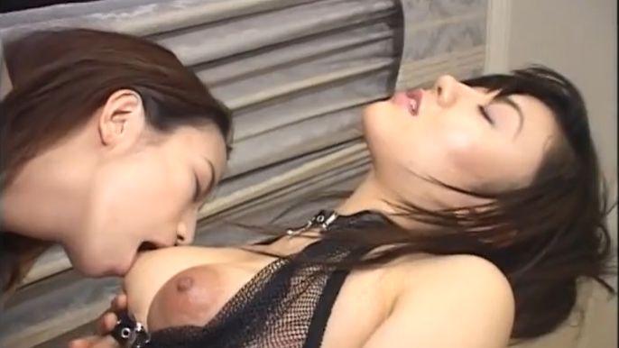 チンポみたくしゃぶるのよ♡マゾ女と女王様が乳首を責めあい乳首イキ