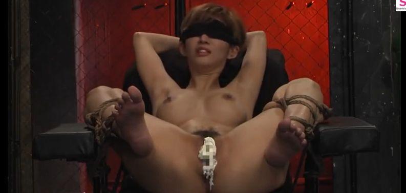 長身10頭身美女・麻生希、拘束椅子での乳首責めで白目顔で乳首イキ
